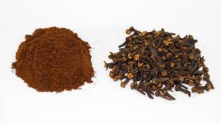 ground cloves and whole cloves