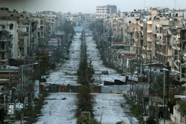 A general view shows a damaged street with sandbags used as barriers in Aleppo's Saif al-Dawla district, Syria March 6, 2015. REUTERS/Hosam Katan/File Photo