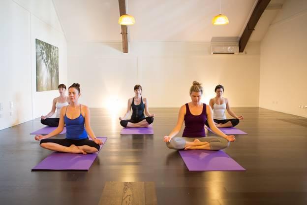 http://www.mettacommunityyoga.com/wp-content/uploads/2015/06/yoga_for_beginners_101.jpg