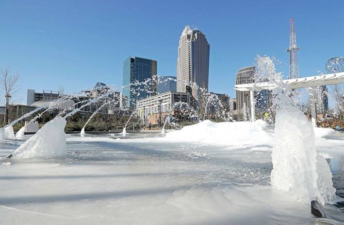 PHOTO: Water squirts from a frozen fountain near downtown in Charlotte, N.C., on Jan. 2, 2018.