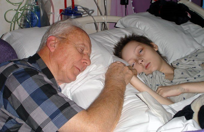 grandpa-grandchild-hospital680440