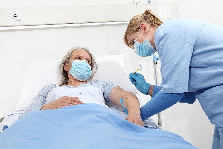 Keine Impfstofftests an Älteren – Impft sie, auch wenn es sie tötet?