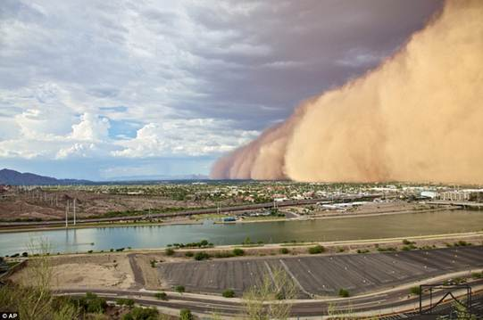 Descrição: The haboob phenomenon affects Phoenix during the months of June through September which is Arizona's monsoon season